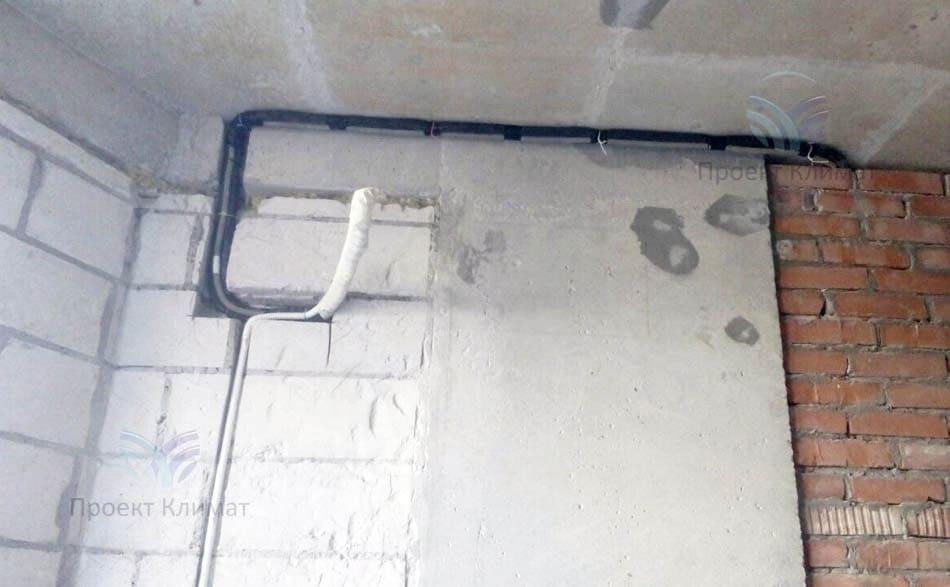 Одна из трасс мульти сплит-систем на стадии ремонта